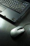 Laptop met muisstootkussen Royalty-vrije Stock Foto's