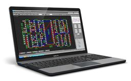 Laptop met PCB-ontwikkelingssoftware Stock Afbeeldingen
