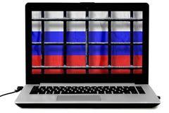 Laptop met zwarte die metaalbars van een rooster en een Rus markeren op het scherm op witte achtergrond wordt ge?soleerd royalty-vrije stock afbeeldingen