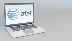 Laptop mit American Telefone und Logo Telegraf Company AT&T Wiedergabe des Computertechnologiebegriffsleitartikels 3D Lizenzfreie Stockfotos