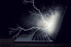 Laptop mit Blitz Gemischte Medien Stockfotos