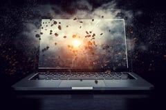 Laptop mit Blitz Gemischte Medien Lizenzfreie Stockfotografie