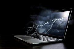 Laptop mit Blitz Gemischte Medien Stockbild