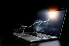 Laptop mit Blitz Gemischte Medien Lizenzfreie Stockbilder