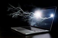 Laptop mit Blitz Gemischte Medien Lizenzfreies Stockfoto