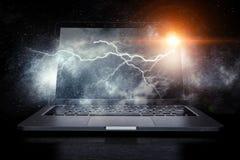 Laptop mit Blitz Gemischte Medien Gemischte Medien Lizenzfreies Stockfoto