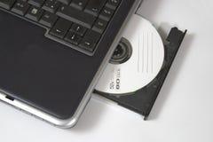 Laptop mit CD-ROM lizenzfreie stockbilder