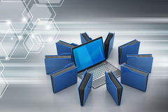 Laptop mit Dateiordner Lizenzfreie Stockbilder