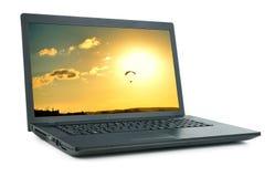 Laptop mit dem Bild lokalisiert Lizenzfreie Stockfotos