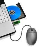Laptop mit geöffnetem Digitalschallplattentellersegment, -blinken und -maus Lizenzfreie Stockfotografie