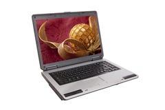 Laptop mit goldenem lockigem Farbband und Kugel Lizenzfreies Stockfoto