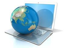 Laptop mit Illustration der Erdkugel, der Asien- und Ozeanien-Ansicht Stockfotografie