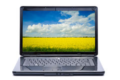 Laptop mit Landschaft Stockfoto