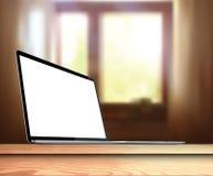Laptop mit leerem Bildschirm auf Tabelle im Wohnzimmer - realistische Vektorillustration Lizenzfreie Stockfotos