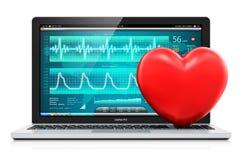 Laptop mit medizinischer Diagnose-Software und rotes Herz formen Stockbilder