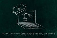 Laptop mit Polizeimütze u. den Handschellen, gegen Piraterie- oder Cyberkriteriumbezogene anweisung Stockfoto