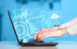 Laptop moderno com símbolos futuros da tecnologia Imagens de Stock