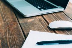 Laptop na biurku Fotografia Stock