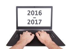 Laptop odizolowywał 2016, 2017 - - nowy rok - Fotografia Royalty Free