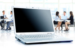 Laptop op bureau Royalty-vrije Stock Afbeelding