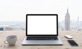 Laptop op de lijst, bureau Stock Foto