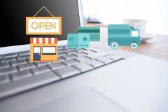 Laptop op een bureau met het winkelen pictogrammen Stock Afbeelding