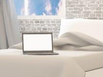 Laptop op het 3d bed, geeft terug Royalty-vrije Stock Fotografie