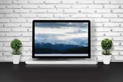 Laptop op lijst Royalty-vrije Stock Afbeelding