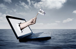 Laptop op zee Royalty-vrije Stock Foto