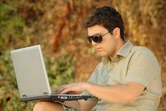 laptop osoba działająca Zdjęcia Stock