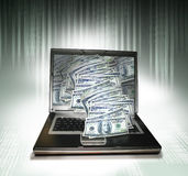 Laptop PC met geld Stock Foto