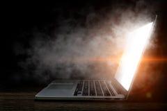 Laptop przerwa lub problem Mieszani środki Obrazy Stock