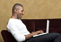 laptop przystojna samiec Fotografia Royalty Free