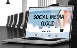 Laptop-Schirm mit Social Media-Wolken-Konzept Lizenzfreie Stockbilder