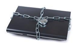 Laptop slot met kettingen stock foto's