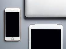 Laptop, Smartphone und Tablette auf grauem Hintergrund Lizenzfreies Stockfoto