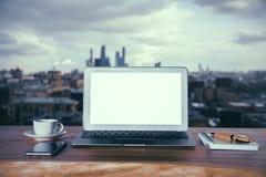 Laptop und andere Einzelteile Lizenzfreies Stockfoto