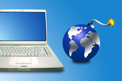 Laptop und Bombe Stockbild