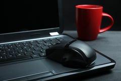 Laptop und Cup Lizenzfreies Stockbild