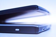 Laptop und Leuchte Stockfoto