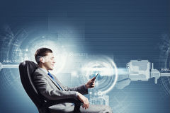 Laptop und Mediaspeicher, der online kauft Lizenzfreie Stockbilder