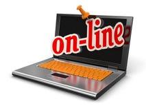 Laptop und online (Beschneidungspfad eingeschlossen) Lizenzfreie Stockbilder