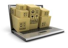 Laptop und Pakete (Beschneidungspfad eingeschlossen) Stock Abbildung