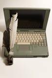 Laptop und schriftliche Ausrüstung Lizenzfreies Stockfoto