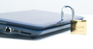 Laptop und Sicherheitsschließfach Stockfoto