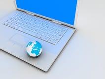 Laptop und Welt Lizenzfreie Stockbilder