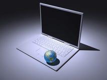 Laptop- und Weltkugel Stockfoto