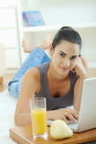 laptop using woman Στοκ Φωτογραφίες