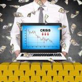 Laptop van de handelaarholding met crisisgrafiek Stock Fotografie
