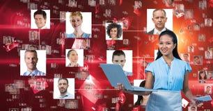 Laptop van de onderneemsterholding door portretten stock illustratie